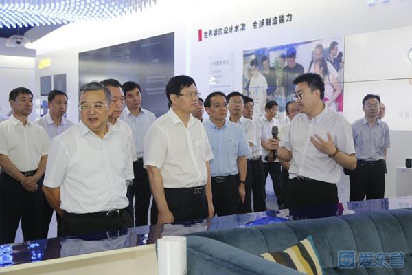 8月14日,考察团在杭州市西湖区云栖小镇考察.